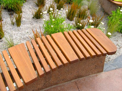 Outdoor landscaping timber seating (Melbourne Botanic Gardens, Australia)