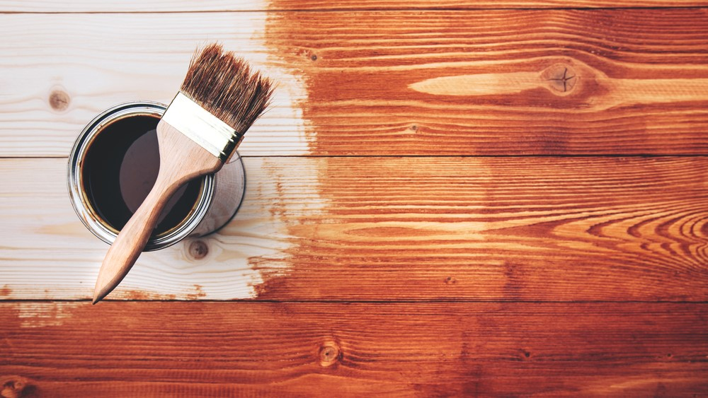 Varnishing a wooden floor